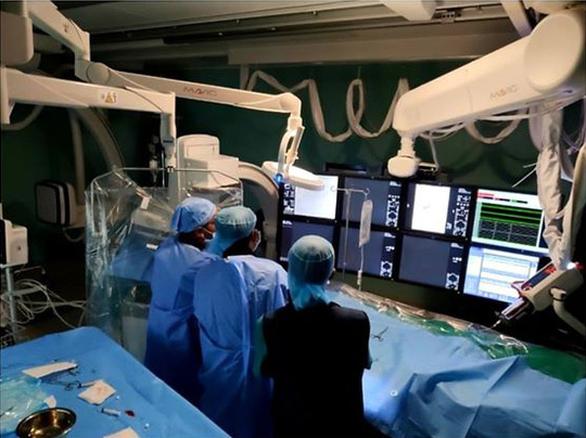 Lấy huyết khối qua đường động mạch cứu bé gái 3 tuổi bị đột quỵ - Ảnh 1.