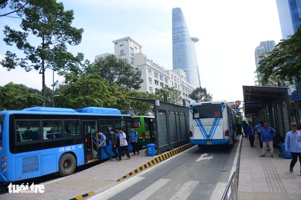 Ngày mai, 72 tuyến xe buýt TP.HCM chạy lại - Ảnh 1.