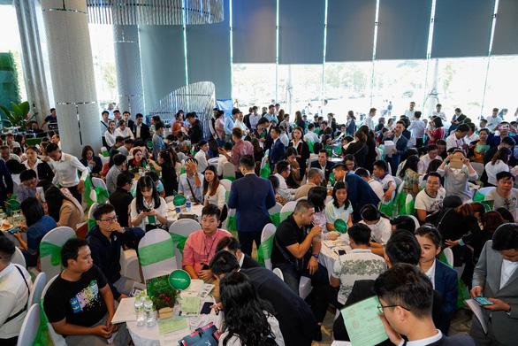 Eco Green Saigon giao dịch sôi nổi ngày ra mắt tòa căn hộ thứ 4 - Ảnh 1.