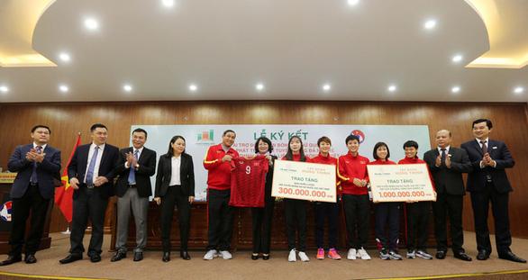 Hưng Thịnh Land tài trợ cho bóng đá nữ Việt Nam 100 tỉ đồng - Ảnh 3.