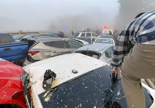 69 xe hơi lao vào chất chồng lên nhau, 51 người bị thương - Ảnh 2.