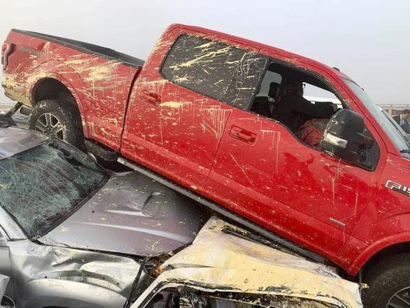 69 xe hơi lao vào chất chồng lên nhau, 51 người bị thương - Ảnh 7.