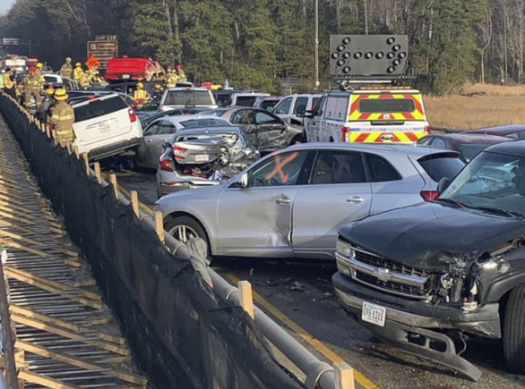 69 xe hơi lao vào chất chồng lên nhau, 51 người bị thương - Ảnh 6.