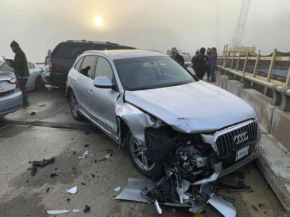 69 xe hơi lao vào chất chồng lên nhau, 51 người bị thương - Ảnh 5.