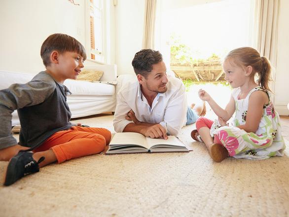 Cha mẹ làm gì khi con xung đột với bạn học? - Ảnh 1.