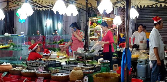 Tiệc đêm Giáng sinh nhà hàng, quán ăn Sài Gòn nườm nượp khách - Ảnh 9.