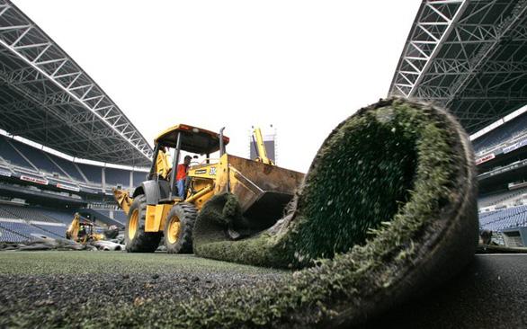 Người ta làm gì với thảm cỏ nhân tạo bỏ đi? - Ảnh 1.
