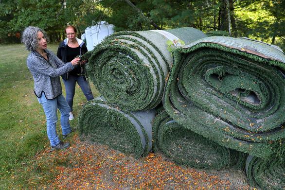 Người ta làm gì với thảm cỏ nhân tạo bỏ đi? - Ảnh 2.