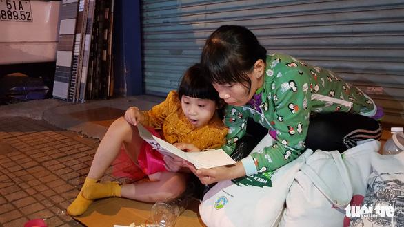 Tình người sưởi ấm đêm lạnh Sài Gòn mùa Giáng sinh - Ảnh 5.