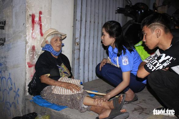 Tình người sưởi ấm đêm lạnh Sài Gòn mùa Giáng sinh - Ảnh 8.