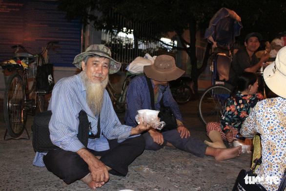 Tình người sưởi ấm đêm lạnh Sài Gòn mùa Giáng sinh - Ảnh 14.