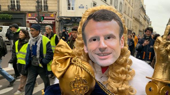 Không nhận tiền trợ cấp, Tổng thống Pháp bị chê đạo đức giả - Ảnh 4.