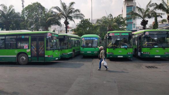 Than lỗ 8,5 tỉ, doanh nghiệp xe buýt TP.HCM xin ngưng một tuyến đông khách - Ảnh 1.