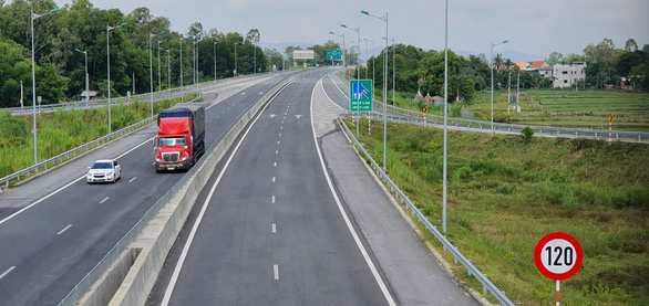 Từ 1-1-2020, thu phí toàn tuyến cao tốc Đà Nẵng - Quảng Ngãi - Ảnh 1.
