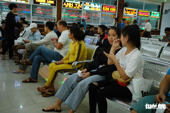 Giá tăng 20-50%, Đà Nẵng khẳng định đủ vé xe tết - Ảnh 2.