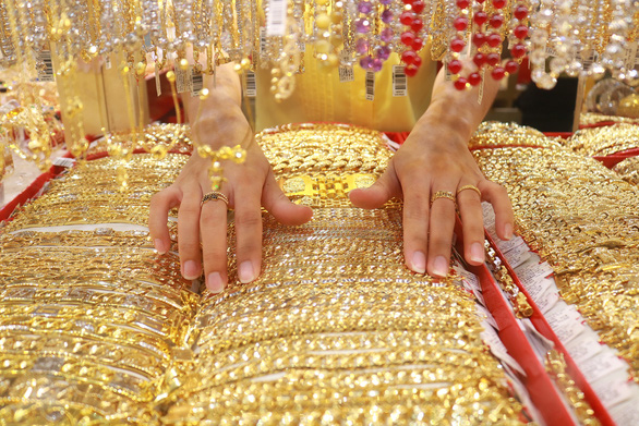 Vàng trong nước lại vượt mốc 42 triệu đồng/lượng - Ảnh 1.