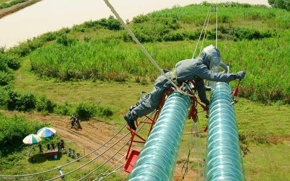 Những người nhện xuyên Việt - Kỳ 5: Bay trực thăng sửa dây cáp quang - Ảnh 3.
