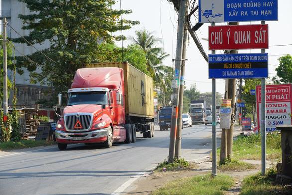 Cận cảnh con đường tử thần ở Sài Gòn mỗi tháng đều có người chết vì tai nạn giao thông - Ảnh 2.