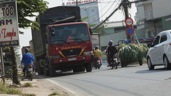 Cận cảnh con đường tử thần ở Sài Gòn mỗi tháng đều có người chết vì tai nạn giao thông - Ảnh 3.