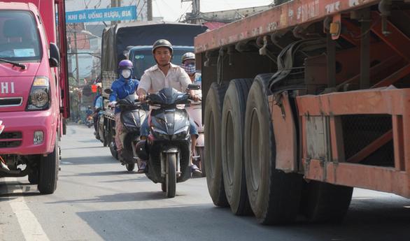 Cận cảnh con đường tử thần ở Sài Gòn mỗi tháng đều có người chết vì tai nạn giao thông - Ảnh 1.