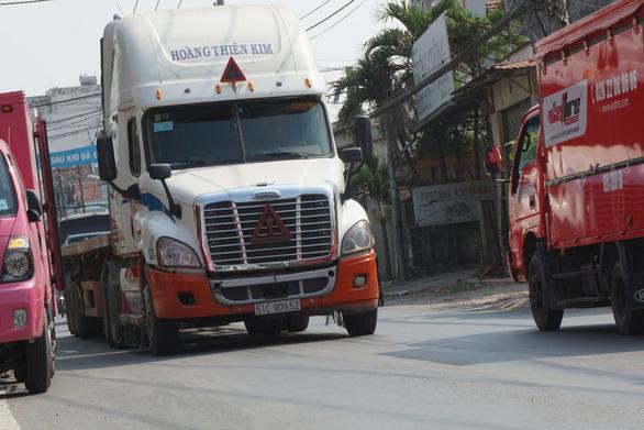 Cận cảnh con đường tử thần ở Sài Gòn mỗi tháng đều có người chết vì tai nạn giao thông - Ảnh 4.