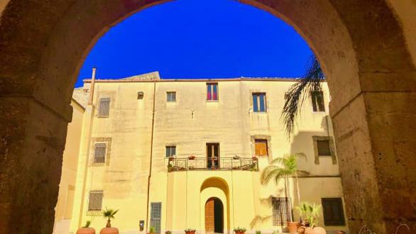 Lôi kéo người dân từ thành thị về nông thôn, Ý rao bán nhà 1 euro - Ảnh 3.