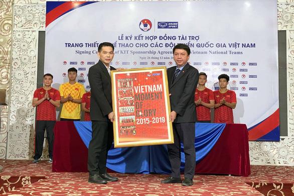 Bóng đá Việt Nam tiếp tục gắn bó với người Thái - Ảnh 3.