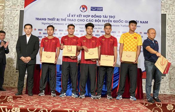 Bóng đá Việt Nam tiếp tục gắn bó với người Thái - Ảnh 2.