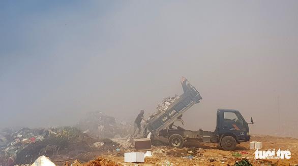 Bãi rác Cam Ly cháy âm ỉ, Đà Lạt khó thở - Ảnh 2.