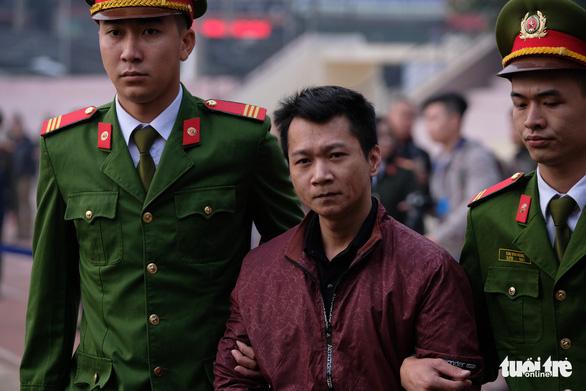 Hàng trăm cảnh sát bảo vệ phiên tòa nữ sinh giao gà bị sát hại - Ảnh 6.