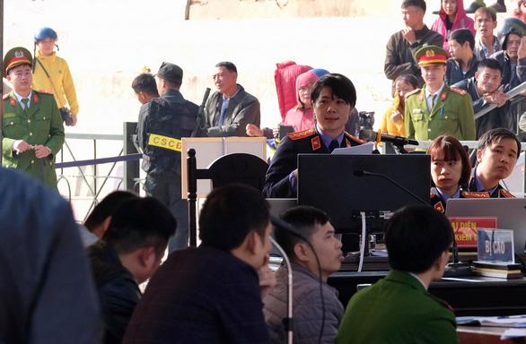 Hàng trăm cảnh sát bảo vệ phiên tòa nữ sinh giao gà bị sát hại - Ảnh 11.