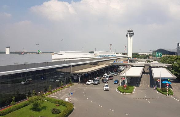 Pin dự phòng nổ khiến khách bị thương, máy bay hạ cánh khẩn xuống Tân Sơn Nhất - Ảnh 1.