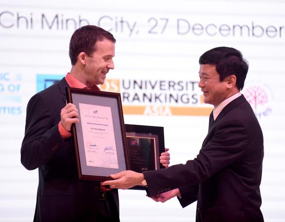 Đại học Tôn Đức Thắng vinh danh 3 nhà khoa học quốc tế - Ảnh 1.