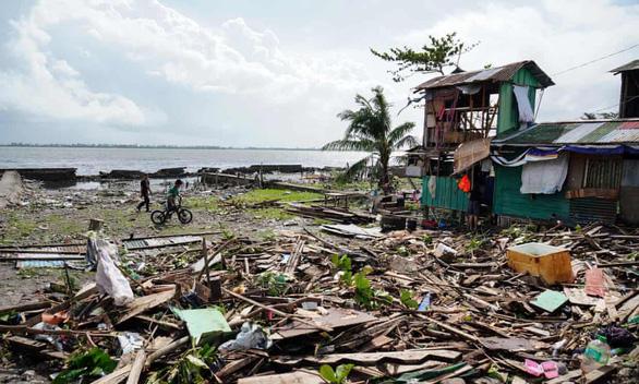 Bão Phanfone quần thảo tan hoang Philippines, ít nhất 28 người chết - Ảnh 5.