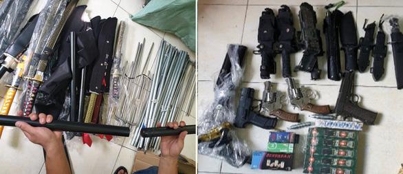 Bắt giữ nhiều đối tượng mua bán, tàng trữ ma túy, súng, hung khí và công cụ hỗ trợ - Ảnh 1.