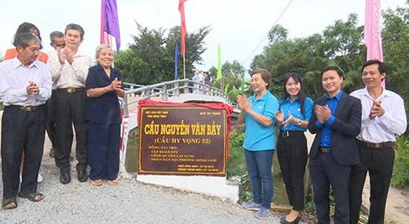 Khánh thành cầu mang tên Anh hùng phi công Nguyễn Văn Bảy - Ảnh 1.