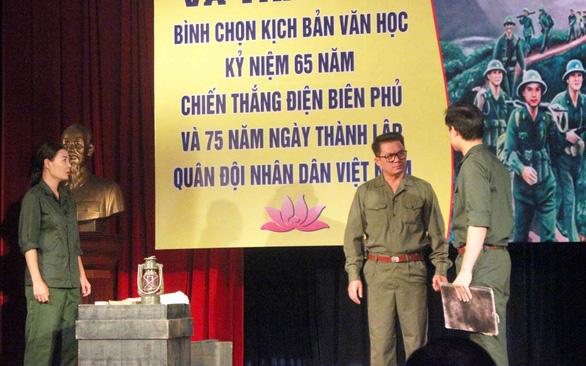 Cha con nhà viết kịch Lưu Quang Thuận - Lưu Quang Vũ cùng được vinh danh - Ảnh 1.