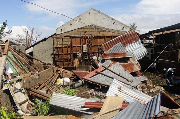 Bão Phanfone quần thảo tan hoang Philippines, ít nhất 28 người chết - Ảnh 6.