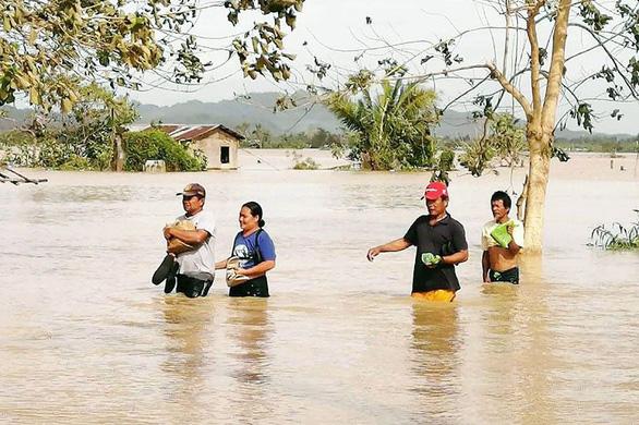 Bão Phanfone quần thảo tan hoang Philippines, ít nhất 28 người chết - Ảnh 4.
