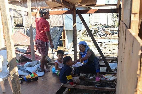 Bão Phanfone quần thảo tan hoang Philippines, ít nhất 28 người chết - Ảnh 1.