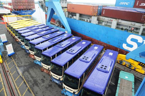 Thaco xuất khẩu xe buýt qua Philippines - Ảnh 1.