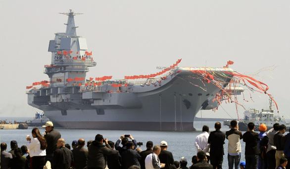 Thiếu hụt phi công cản trở tham vọng tàu sân bay của Trung Quốc - Ảnh 2.