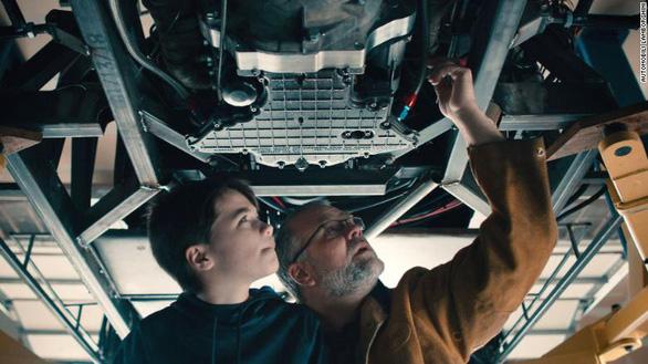 Hai cha con 'chế' mẫu xe Lamborghini bằng công nghệ 3D gây ấn tượng mạnh - Ảnh 2.