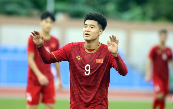 Hà Đức Chinh ghi bàn, U23 Việt Nam thắng B.Bình Dương 1-0 - Ảnh 1.
