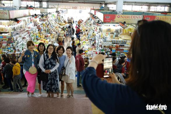 Vì sao số khách du lịch đến Đà Nẵng 2019 chênh hơn 1,6 triệu lượt? - Ảnh 1.