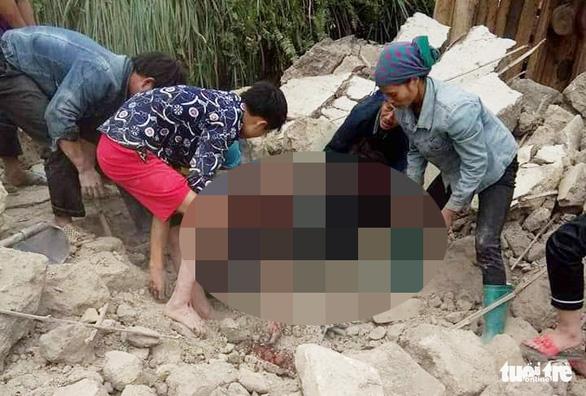 Sập tường khi dỡ nhà, 5 người chết, 2 người bị thương - Ảnh 2.