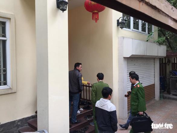 Khám xét nhà chánh văn phòng Thành ủy Hà Nội Nguyễn Văn Tứ - Ảnh 3.