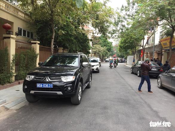 Khám xét nhà chánh văn phòng Thành ủy Hà Nội Nguyễn Văn Tứ - Ảnh 4.