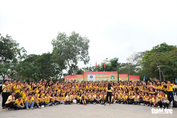 2.000 bạn trẻ khởi động Xuân tình nguyện - Ảnh 3.