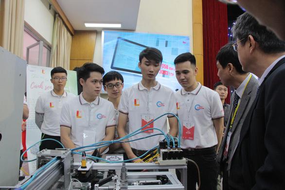 Máy lấy tơ sen đầu tiên tại Việt Nam đoạt giải nhất sáng tạo trẻ - Ảnh 1.